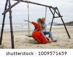 love romantic people | Shutterstock . vector #1009571659