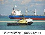 tugboat assisting bulk cargo... | Shutterstock . vector #1009912411