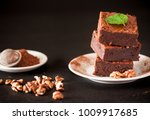 chocolate brownie square pieces ... | Shutterstock . vector #1009917685