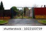 A Suburban Gateway Closes Off ...