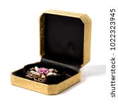 Small photo of Retro gold box with flower broach