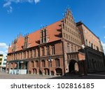 Stock photo altes rathaus old town hall in the center of hannover a famous landmark of this german city 102816185