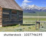 Vintage Log Cabin In Pasture I...