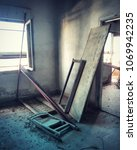 Small photo of an abounded room