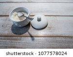 wite sugar in white ceramic bowl