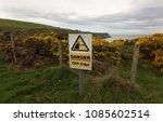 'danger Cliff Edge' Sign.