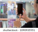 female hand's holding phone...   Shutterstock . vector #1090935551