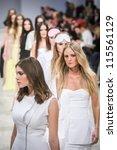 ������, ������: Models poses at the