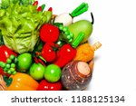 Small photo of Have vegetables prepared in a basket such as eggplant, chili. Cauliflower, lentils, corn, potatoes, turnips, turnips, coriander, and many other yardsticks in a basket.