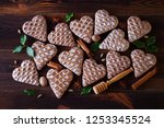 gingerbread hearts with spices  ... | Shutterstock . vector #1253345524