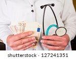 arzt mit stetoskop | Shutterstock . vector #127241351