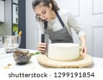 Confectioner Smooths White...