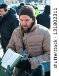 Постер, плакат: Orthodox activists read Bible