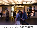 ������, ������: People passing by Gucci