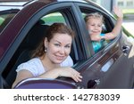 mother with small daughter... | Shutterstock . vector #142783039