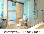 Big Bathroom In Gray White Tone ...
