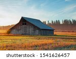 Old Wooden Barn In Rural Oregon ...
