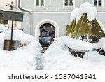 European City Street Snowcappe...