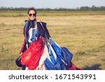 Beautiful Pretty Woman Skydiver ...