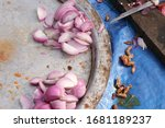 onion slices are kept on an...