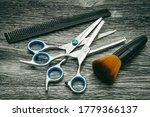Various hairdressing scissors...