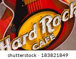 Постер, плакат: Guitar at entrance Hard Rock