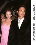 Small photo of Julia Roberts & Benjamin Bratt at the NYC premiere of STEPMOM, 12/15/98