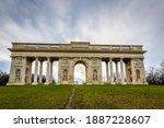 "Neoclassical Colonnade ""reistna""..."