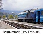 Train Stands O Platform Railway ...