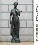 Juliet Statue With Rose  In...
