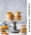Apple cupcakes with cream...