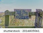 Close The Gate Sign Handwritten ...