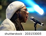 Постер, плакат: Nile Rodgers famous producer