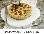 tart with cherry tomatoes ...