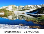 Постер, плакат: Snowy Range Mountains and