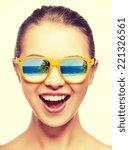 Постер, плакат: amazed girl in shades