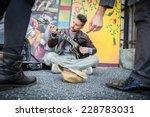 Street Artist Performing Om Th...