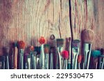 Постер, плакат: row of artist paintbrushes