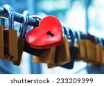 Padlock For Love The Closed Re...