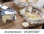 Garlic Press  With Fresh Garlic ...