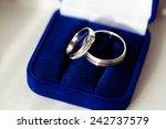 Small photo of Wedding rings in a dark blue velvet etui