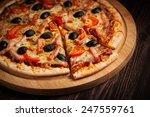 Sliced Ham Pizza With Capsicum...