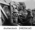 british ww1 machine gun crew in