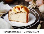 Постер, плакат: Banana cheesecake with caramel