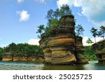A river view of the tourist attraction of Wisconsin Dells sandstone formation.