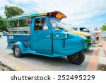 Постер, плакат: Old fashioned vintage tuk tuk stand