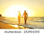 Honeymoon Romantic Couple In...