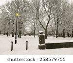 Snowing In The Park In Leeds ...