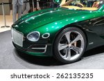 Постер, плакат: A Bentley EXP 10