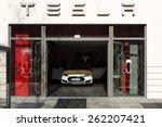 Постер, плакат: Showroom company of Tesla